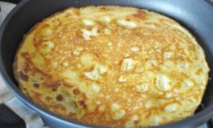omlet_s_gribami_pomidorami_i_syrom-4